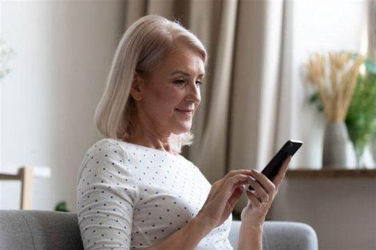 mulher celular