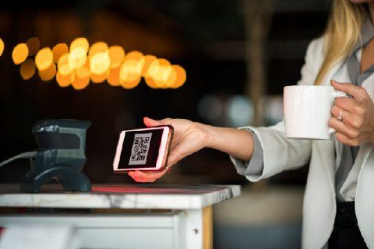 Por que comerciantes e clientes devem usar pagamentos com Código QR?